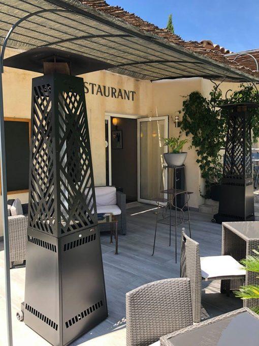 parasol-chauffant-extérieur-pellet-chauffage-terrasse-brasero-brasserie-marron