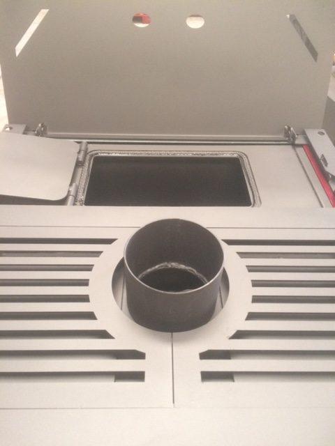 poêle-à-granulés-sans-électricité-chauffage-bois-13-kw-porte -frontale-vitrée-ouverte-creuset-cendrier